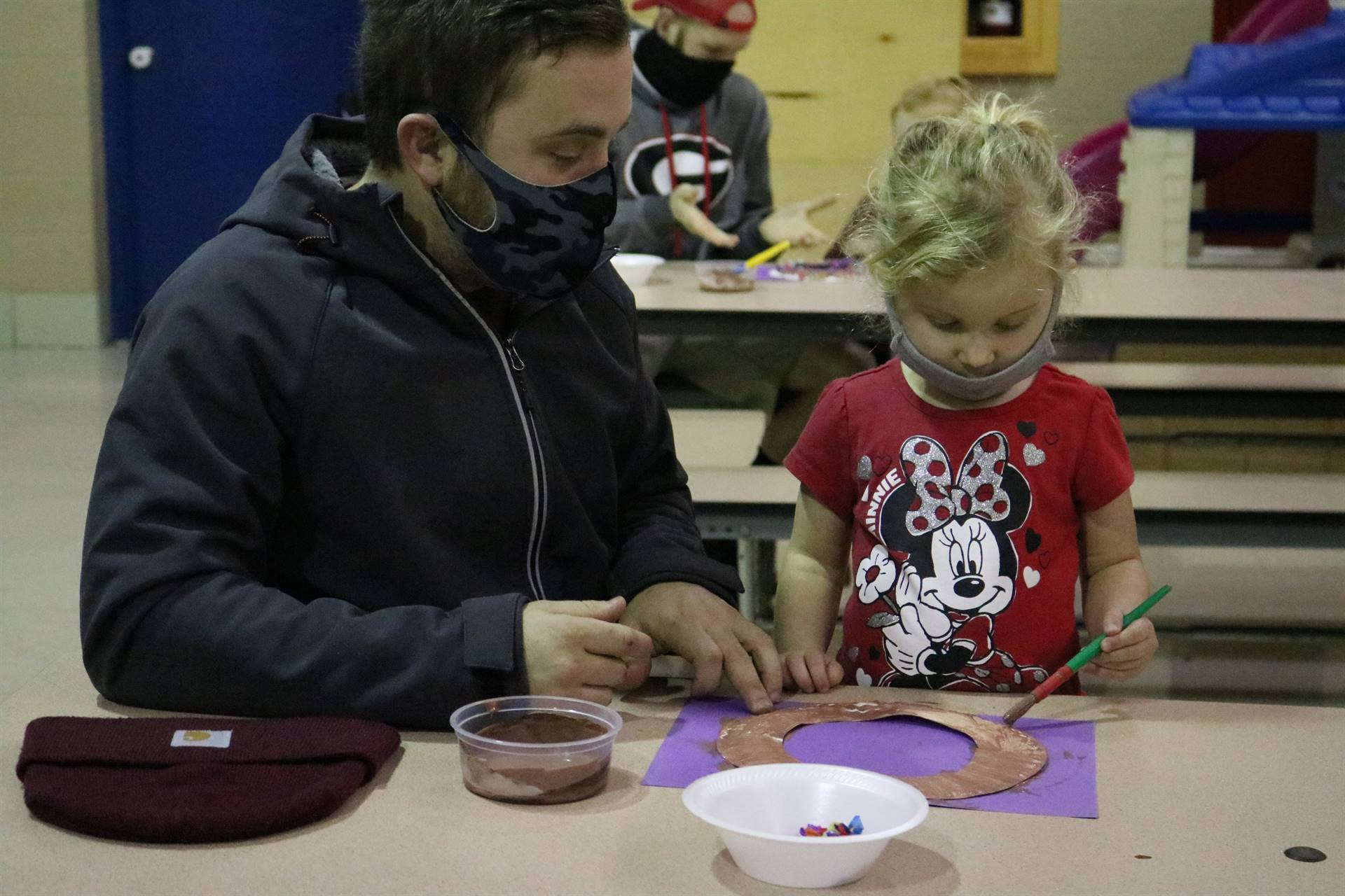 dad and girl painting