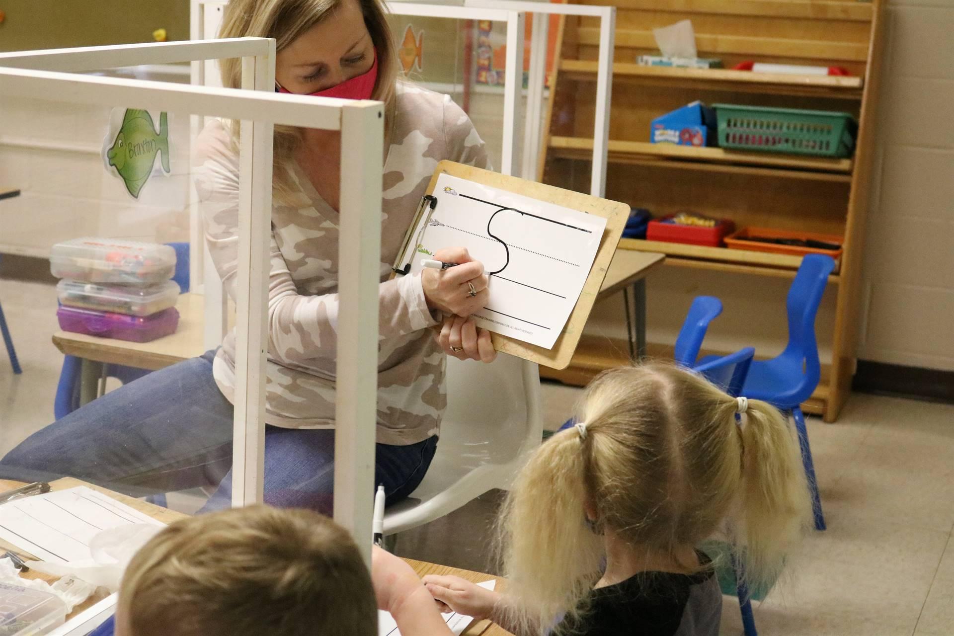 teaching showing kids making an s