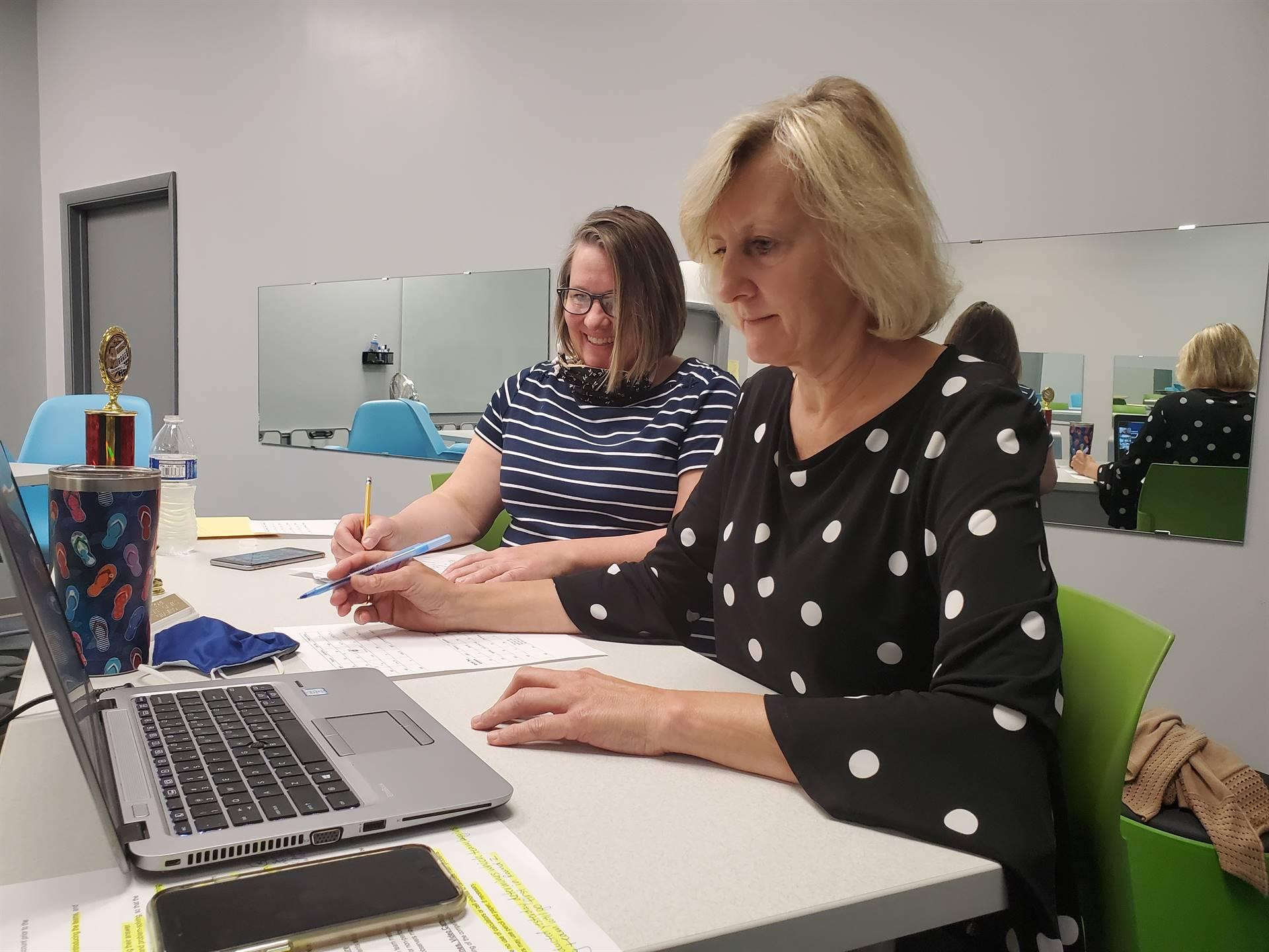 2 ladies looking at laptop